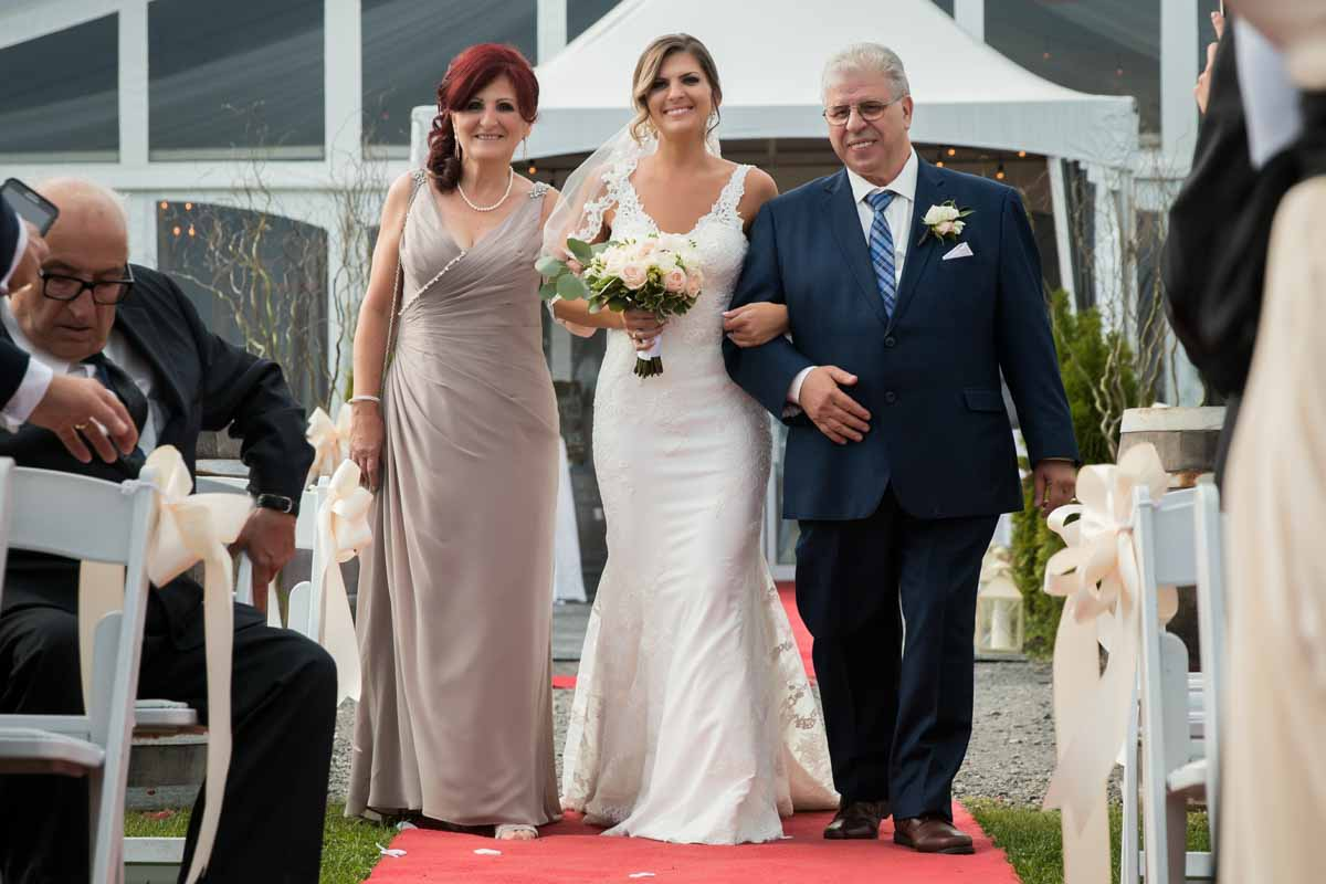 Chapiteau Le Vignoble wedding Groupe Madison by Pixelicious Montreal Wedding Photographer