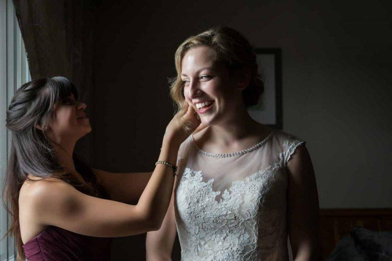 Pixelicious Erika and Simon wedding preparation putting on earrings