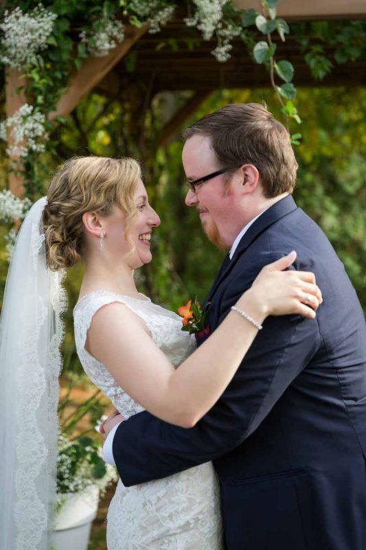 Pixelicious Erika and Simon Bergeries de l'Acadie wedding first kiss