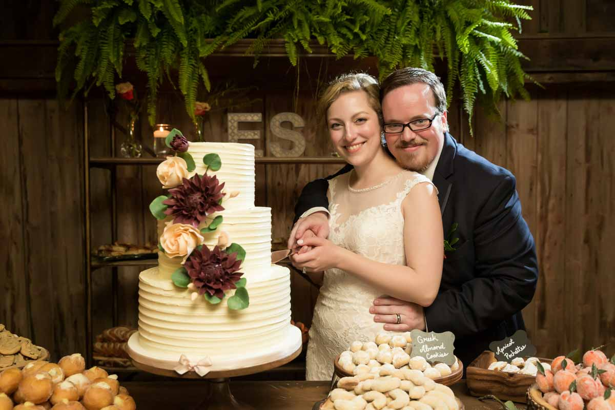 Pixelicious Erika and Simon Bergeries de l'Acadie wedding reception cake cutting