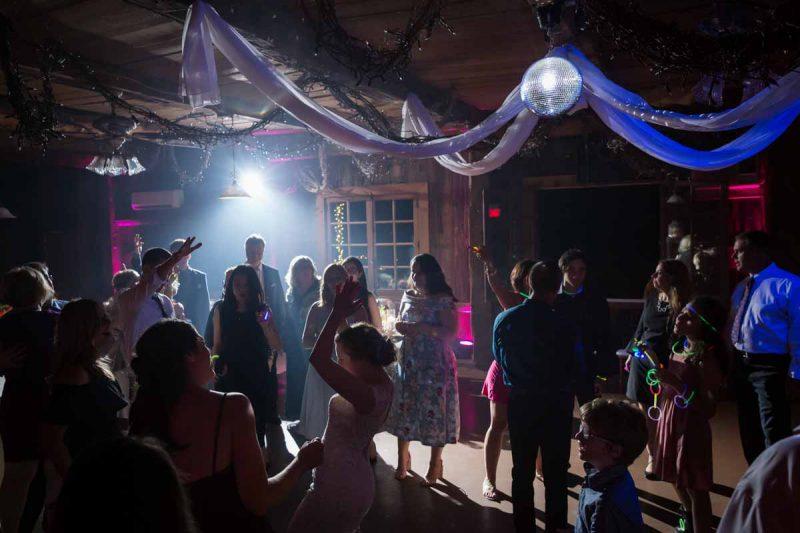 Pixelicious Erika and Simon Bergeries de l'Acadie wedding reception party
