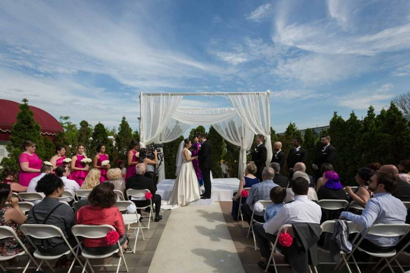 Plaza Volare Crowne Plaza outdoor wedding ceremony