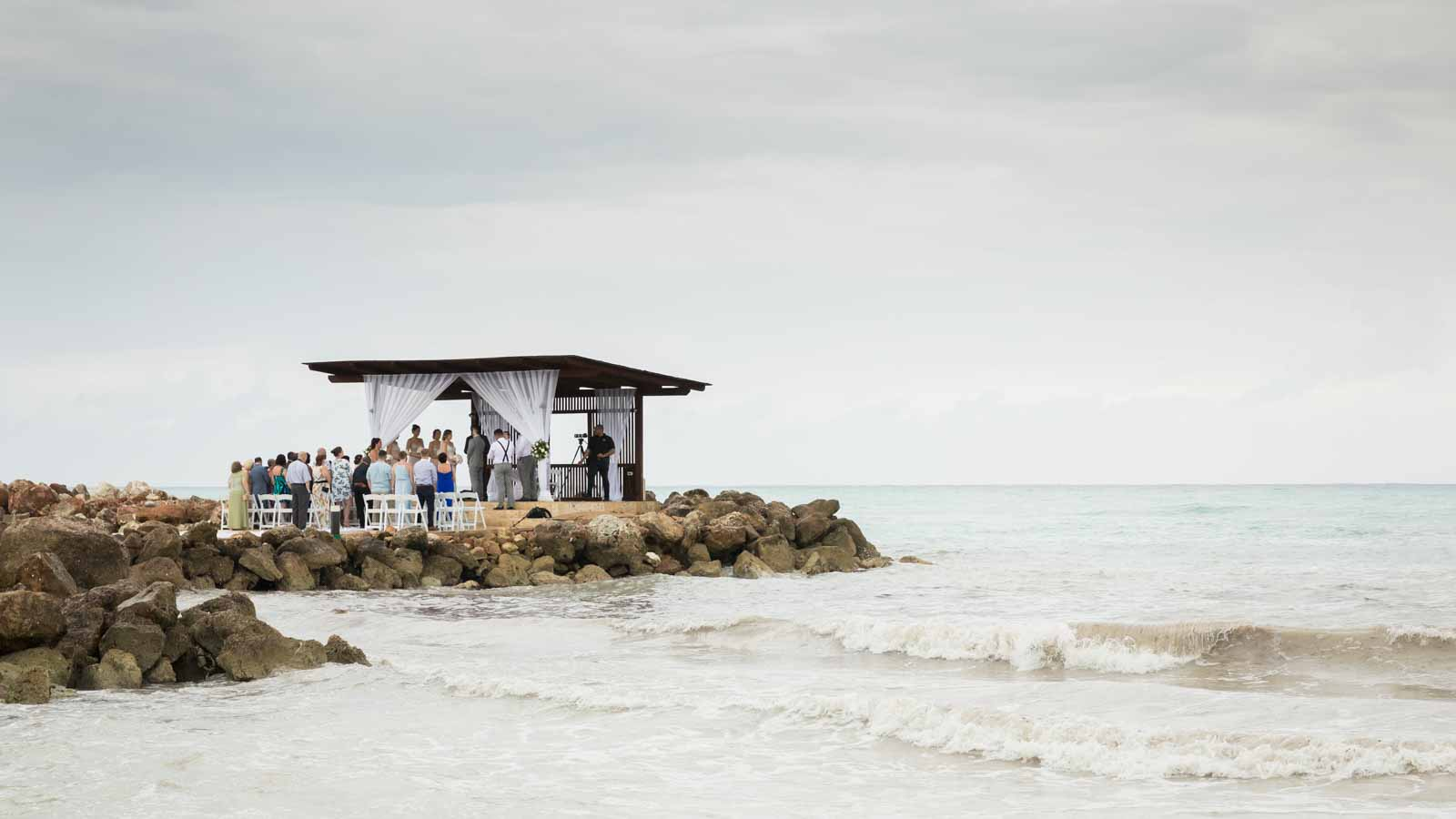 Outdoor wedding ceremony overlooking the ocean