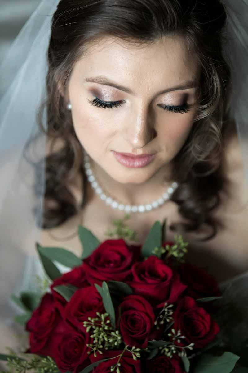 Pixelicious portrait bride with bouquet
